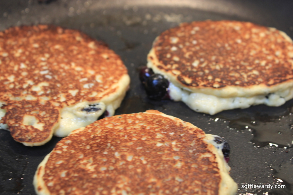Almond Bluberry Pancakes-cooked